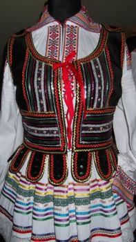 Haft krzyżykowy i dawny haft krzczonowski, strój regionalny wykonanie, haftowane ręczne koszule damskie i męskie, pisanki, ozdoby ze słomy